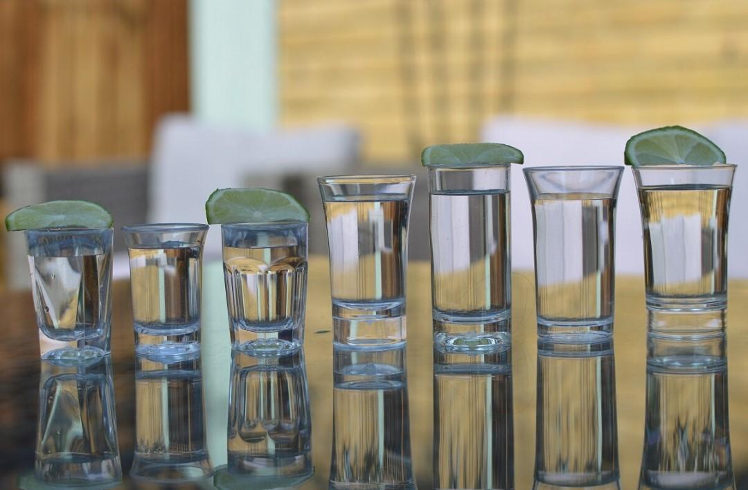plastic shot glasses uk